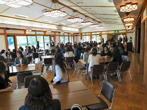 中村中・高と隣接する清澄庭園の大正記念館にて、第3部「在校生保護者との懇談会」が行われた。