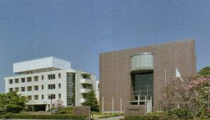 佐久長聖中学校の現在の校舎