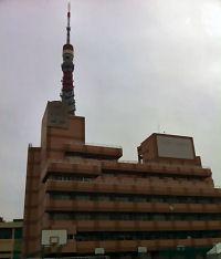 東京タワーに隣接する芝中高
